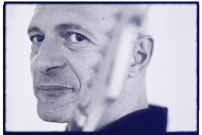 Francois VINCENT conteur musicien portrait bleu